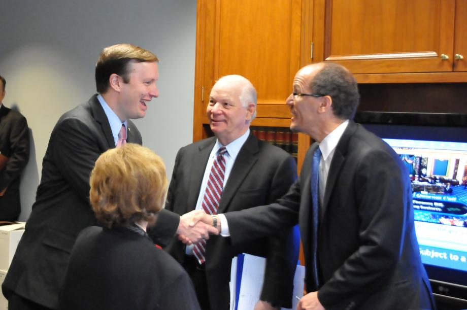 Sen. Murphy greeting Mr. Perez